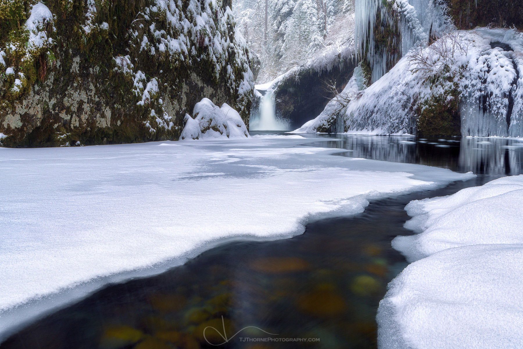 punchbowl falls, snow, winter, columbia river gorge, oregon, photo